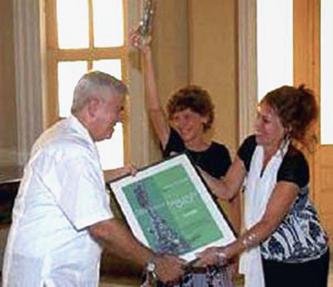 Entrega del Premio Ser Fiel a la revista Signos.